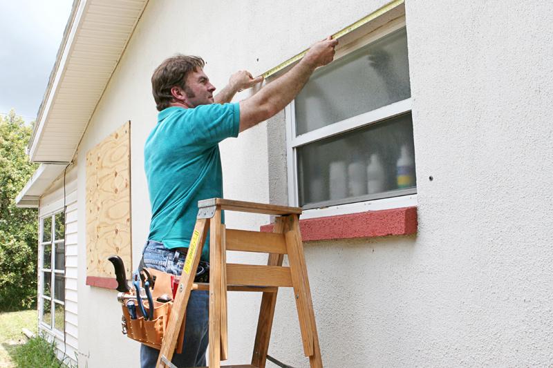対策 窓 ベニヤ板 台風 窓割れリスク、台風が来る前にすべきこと、割れてからすべきこと:日経ビジネス電子版